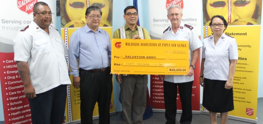 Malaysian Association of PNG doates to Salvos to assist in relief efforts in the highlands